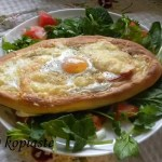 Fetes me Psomi kai Avgo (Greek Style Eggs in a Nest)