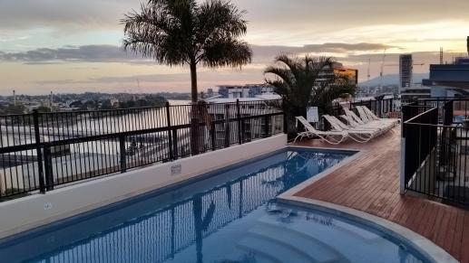 Meilleur backpacker Brisbanne - YHA-Brisbane-rooftop-pool