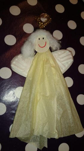 Engel af silkepapir og paptallerken