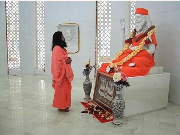 GuruJi-GurudevsMandir1