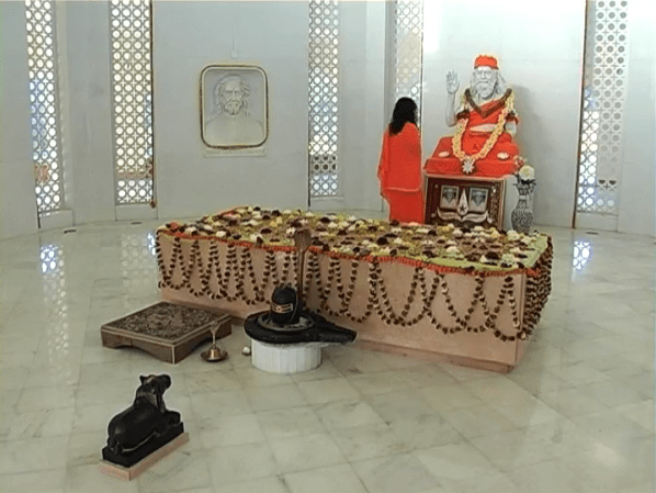 GuruJi-GurudevsMandir3