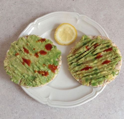 Avocado rice cakes 2