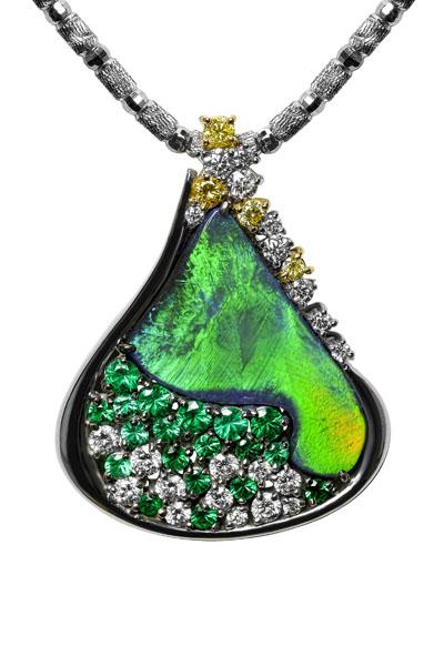 Black Opal 5.000 ct Emerald 0.588 ct Yellow Diamond 0.156 ct Diamond 0.616 ct K18WG