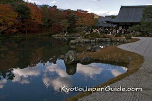 Tenryu-ji Temple zen garden pond