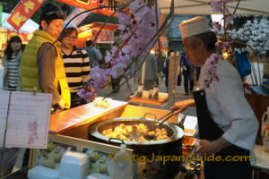 Yatai and cherry blossoms 031