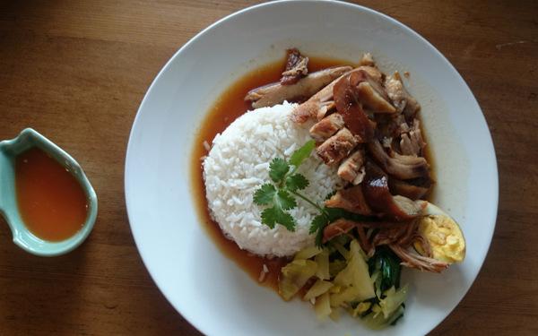 stewed pork leg rice (khao kha moo)