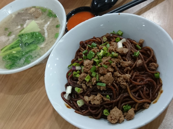 dry version of sang yuk mian, with mixed innards