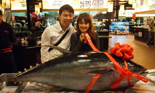 Haze & I behind the 100 kg tuna
