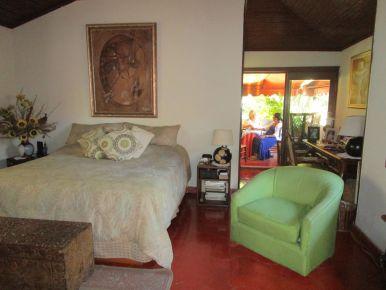 Chambre lit King avec balcon Photo Claire Binet.JPG