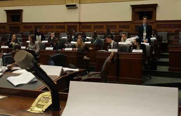 Les députés siègent dans la Chambre