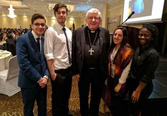 Les présentateurs du CSDCCS et du TCDSB avec le cardinal Thomas Collins.