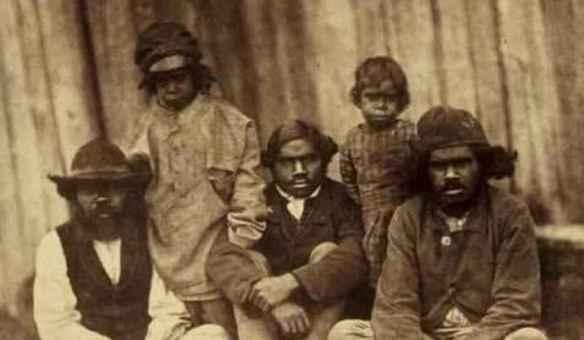 Fermiers indigènes d'un protectorat de la période coloniale à Victoria en 1858. (Photo: Antoine Fauchery, Richard Daintree - http://www.egold.net.au/objects/DEG000050.htm)