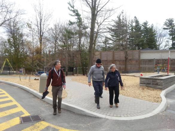 Yann Arthus-Bertrand a visité le ravin de la TSF, un projet du club de l'environnement animé par Josette Bouchard.