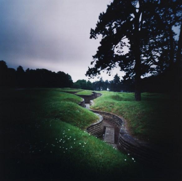 Dianne Bos: Tranchées, Parc commémoratif canadien de Vimy, France (2014) 72x72cm.