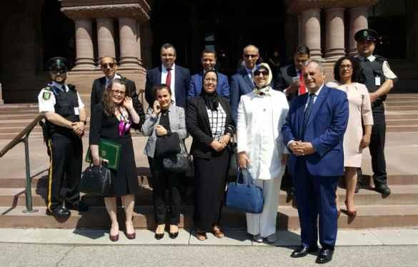 La délégation de parlementaires marocains devant l'Assemblée législative de l'Ontario.