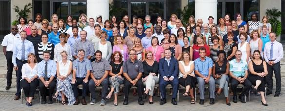 Des cadres du Conseil scolaire Viamonde avec (à l'avant au centre, costume bleu) Martin Bertrand, le directeur de l'Éducation.