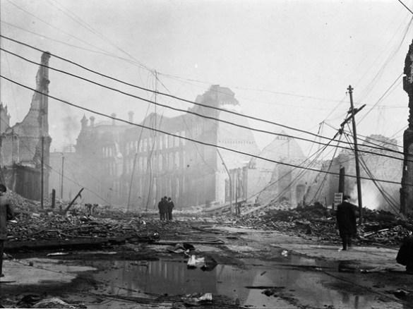 Au lendemain de l'incendie du 19 avril 1904.
