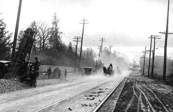 Construction de la voie ferrée entre les rues Yonge et Lawrence.