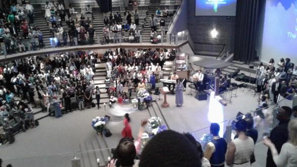 L'ambiance est à son summum le dimanche matin au Kennedy Road Tabernacle.