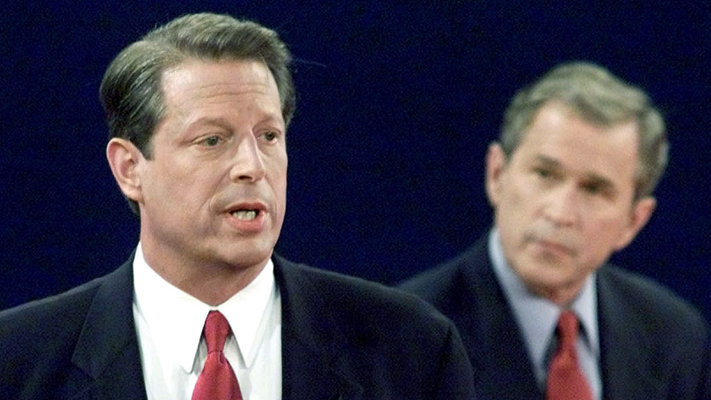 Democratic presidential candidate and Vice President Al Gore (L) makes a point while debating Republican presidential candidate and Texas Governor George W. Bush during the last of three U.S. presidential debates at Washington University in St. Louis, October 17, 2000. This is the last time the two candidates face-off before the November 7 national election.