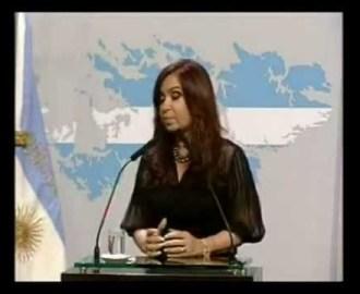 CFK intentando hablar en inglés