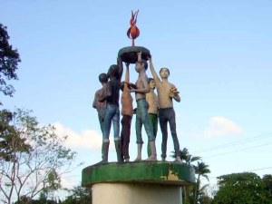 El Monumento a la Autonomía en el parque de Bluefields, refleja las cualidades multiétnicas del Caribe. Foto | Sergio León | La Costeñísima