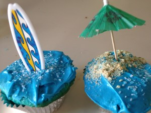 Even though I was delerious I was still able to create lovely beach scenes on these cupcakes....