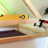 Aufbau des Dachstuhls mit stabilisierenden Querverstrebungen. Die neue Kapp- und Gehrungssäge hat sich jetzt schon bewährt.