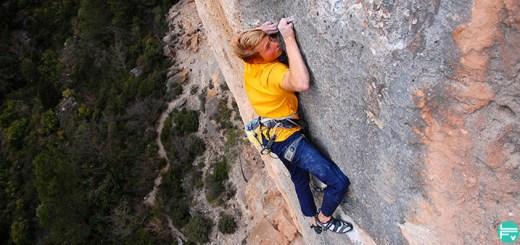 fast-decisive-sending-alex-megos-training-climbing-fabrique-verticale