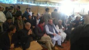 Imran Khan condoles with Nawaz Sharif at Raiwind