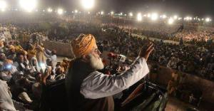 Molana Fazal ur Rehman is addressing a big gathering at Minar e Pakistan 31-03-13