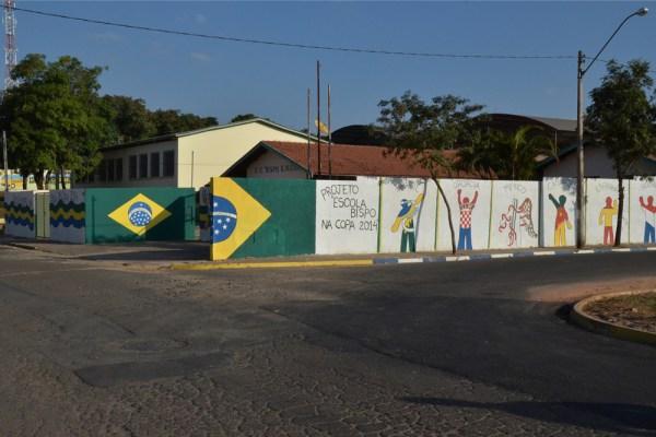 Muro da Escola Bispo Dom Mateus foi pintado pelos próprios alunos (Foto: Túlio Darros/O Semanário)