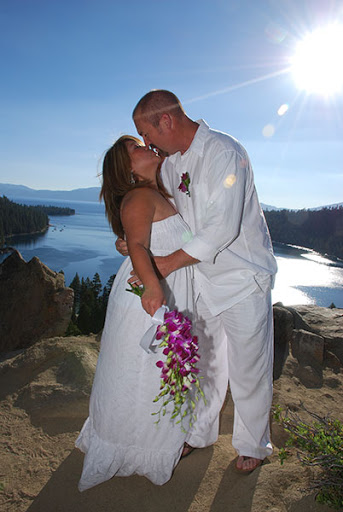 affordable-tahoe-wedding-couple