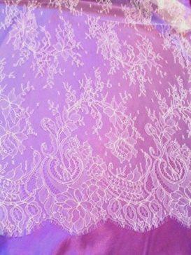 robes de mariées de dentelle de Calais dentelle-chantilly-ivoire