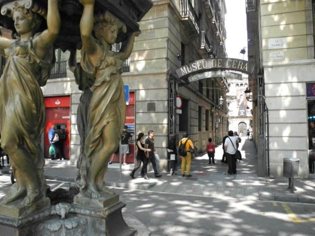 Vista del Passatge de la Banca desde la Fuente Wallace de La Rambla
