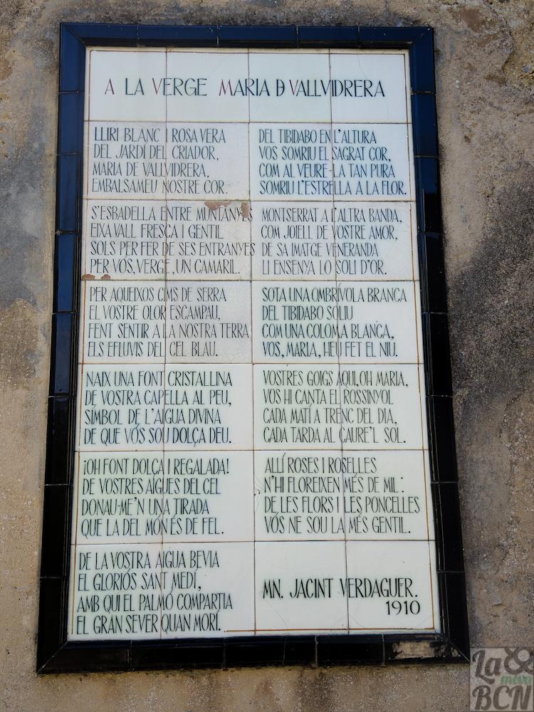 Poema de Mossèn Cinto Verdaguer a la Verge Maria de Vallvidrera en la entrada del cementerio
