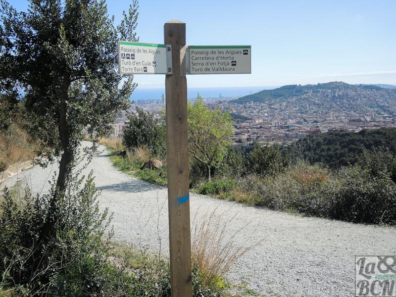 En este punto puedes seguir el passeig de les Aigües o desviarte a la masía de Can Ferrer.