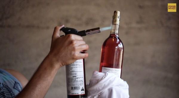 10 formes curioses d'obrir una ampolla de vi