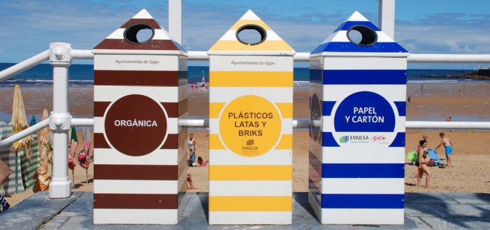 Affaldssortering på stranden