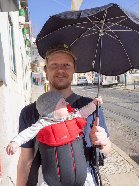Karl Emil var meget god til at holde paraplyen mens vi var på tur