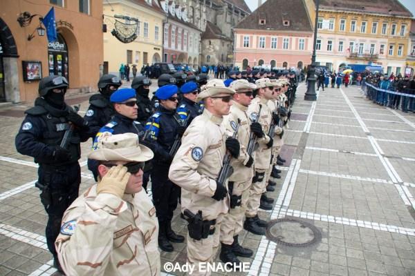 (C)Ady_ENACHE La pas prin Brasov