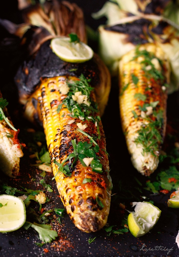 Simple corn on the cob, grilled on an open flame or grilled and sprinkled with Indian spices and tangy from freshly squeezed lemon juice. Winter evenings got so much better!