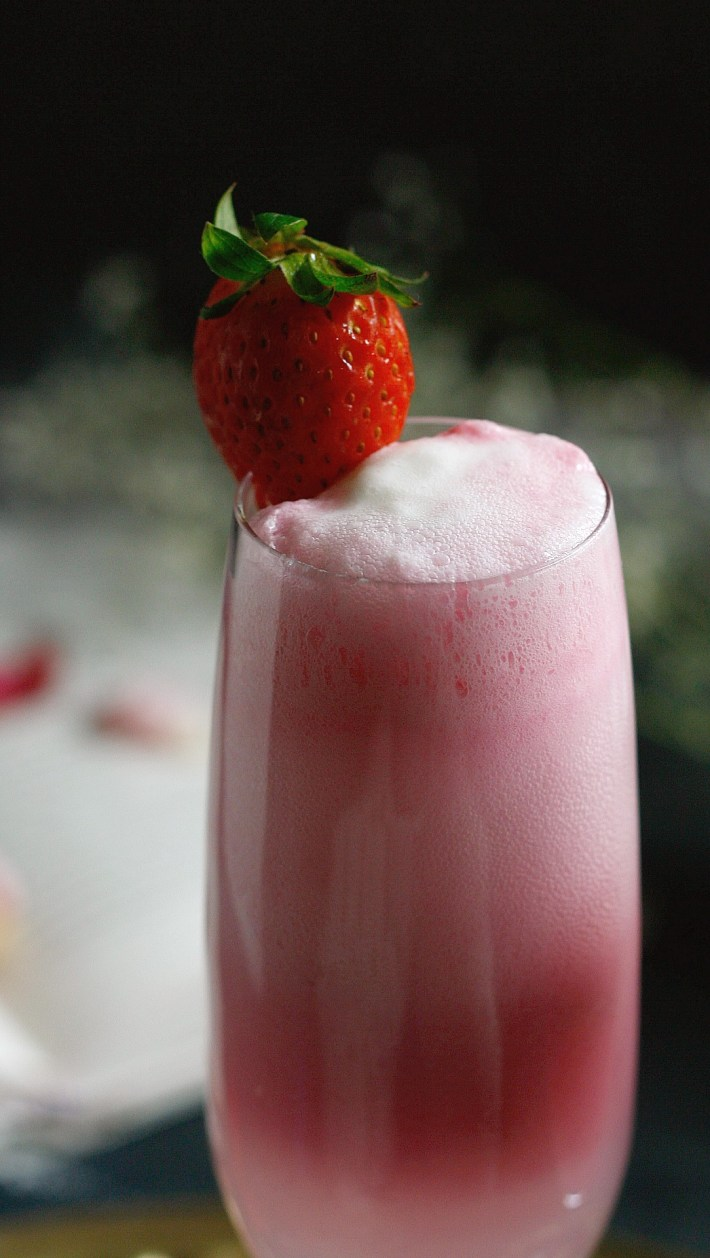 Strawberry cream mimosa is a delicious creamy cocktail that's just about perfect for anything celebratory. Imagine creamy sweet floats with champagne/wine.