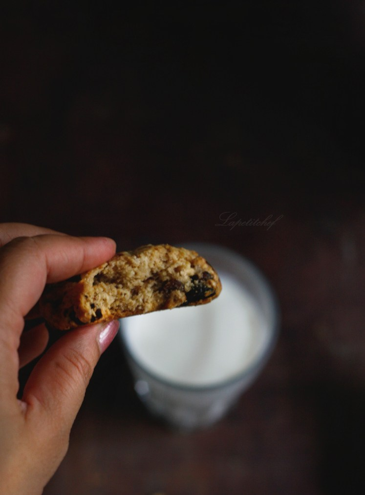 oatmeal raisin chocolate cookies with whiskey