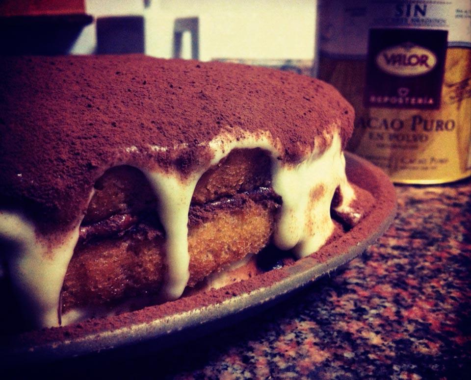 La bienvenida al nuevo mes con una tarta de tiramisú