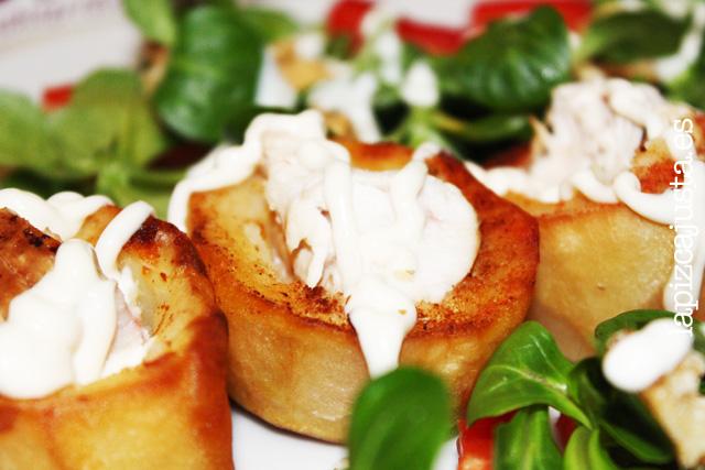 Detalles del plato central con patata a la salsa Ajonesa