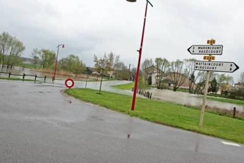 Route coupée à Velotte et Tatignécourt