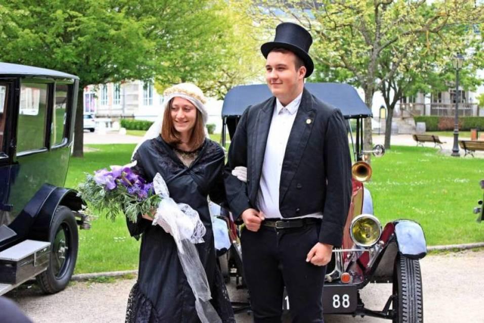 Le couple de futurs mariés.