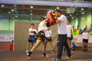 Démonstration de boxe thaï.