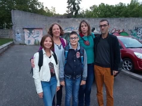 Lucie Eulry et sa maman Amélie, puis son copain Angélo et les parents Adeline et Angélo.